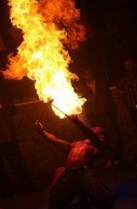 Feuershows von Feuerspuckern Deutschland preiswert mieten